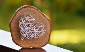 wood-heart-strings
